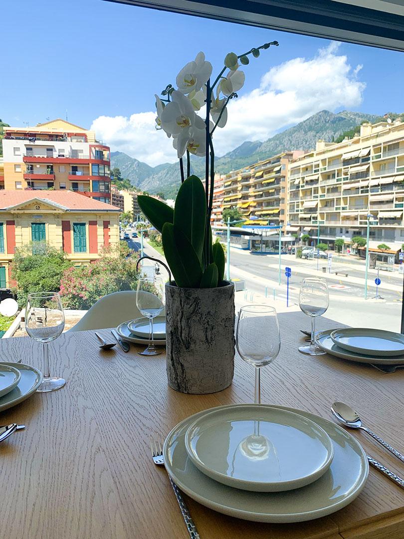 Show flat, linving-room landscape view, Cap Riviera, © Progereal